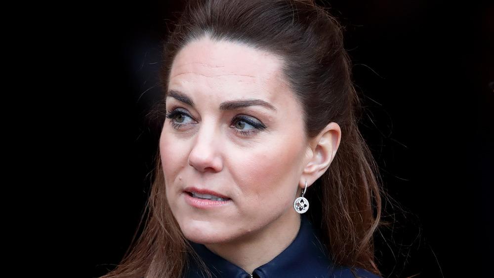 Kate Middleton luciendo seria