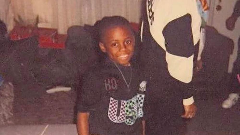 Lil Wayne sonriendo en la foto de su infancia