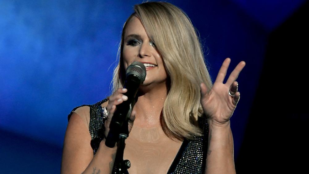 Miranda Lambert actúa en los Grammy
