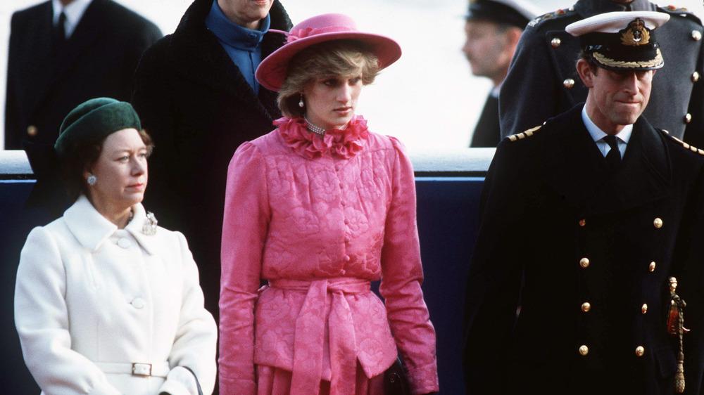 Princess Margaret, Princess Diana y Prince Charles posando
