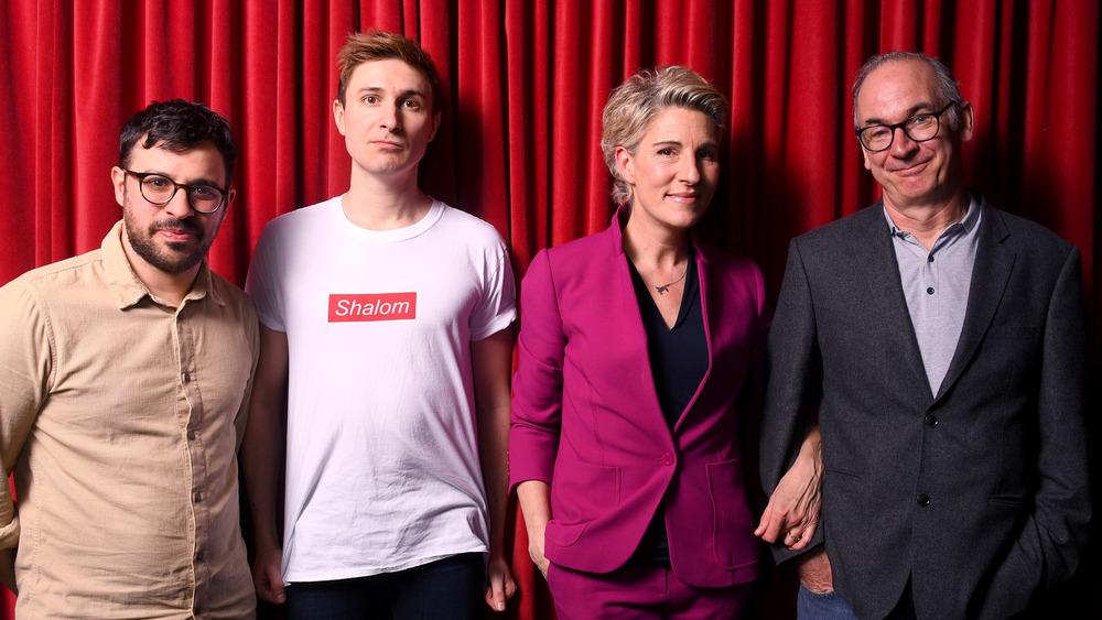 """Simon Bird, Tom Rosenthal, Tamsin Greig y Paul Ritter en el estreno de """"Friday Night Dinner"""""""