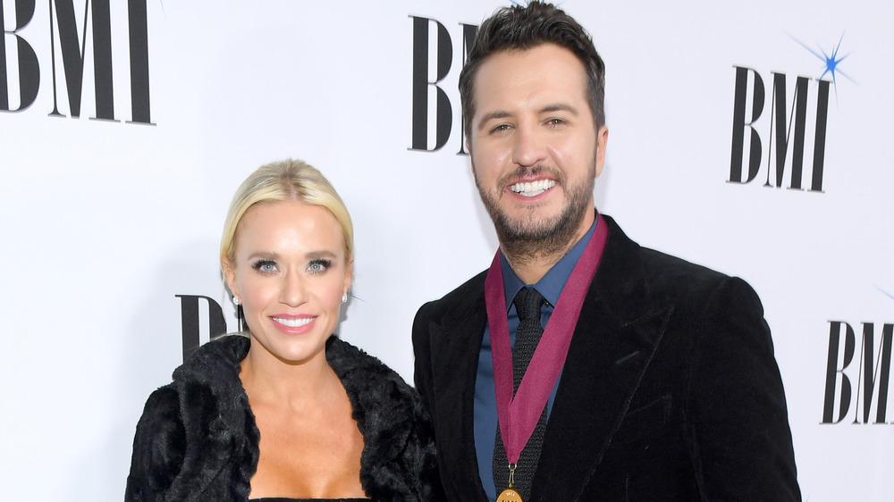 Caroline Boyer y Luke Bryan en los premios BMI Country Awards 2018