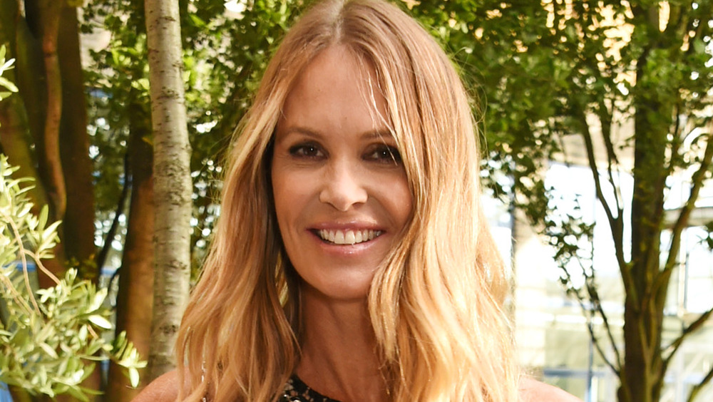 Elle Macpherson sonriendo