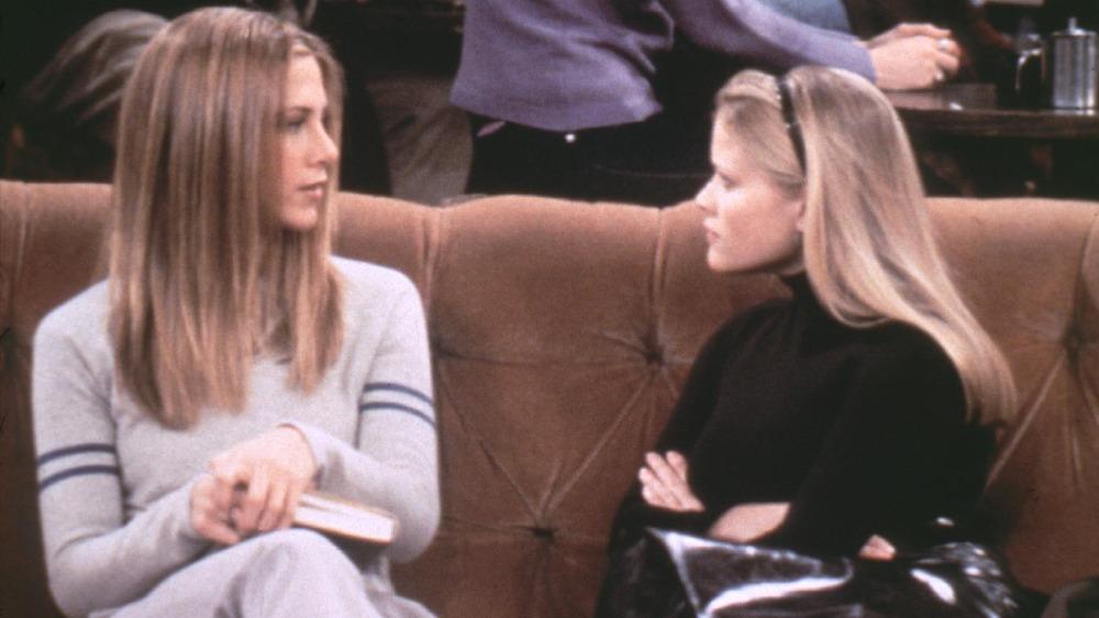 Jennifer Aniston y Reese Witherspoon en 'Friends'
