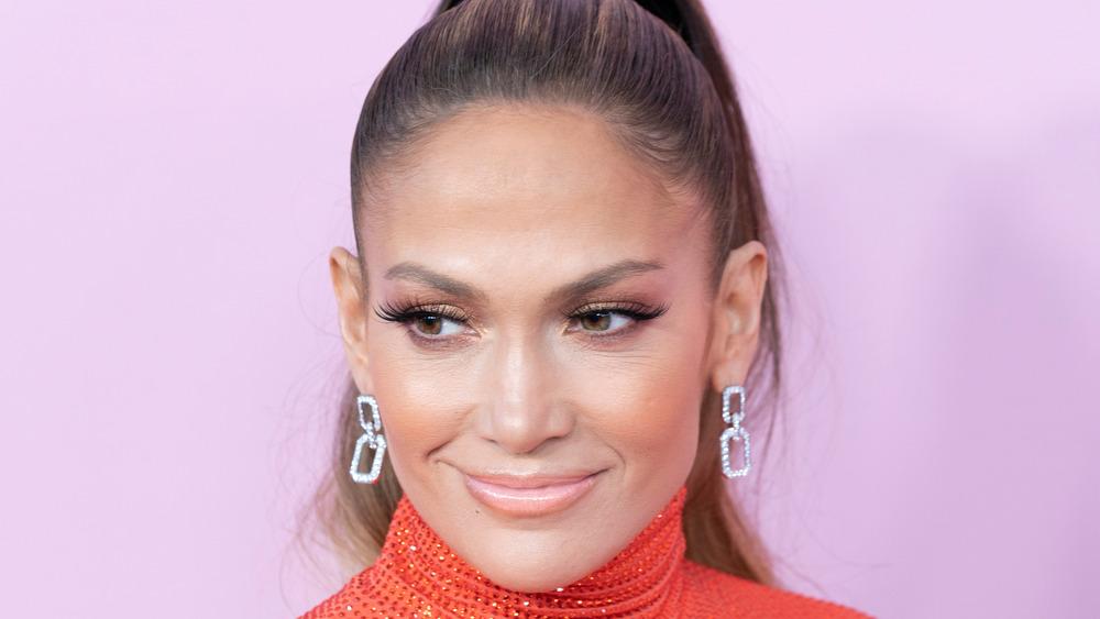 Jennifer Lopez sonriendo