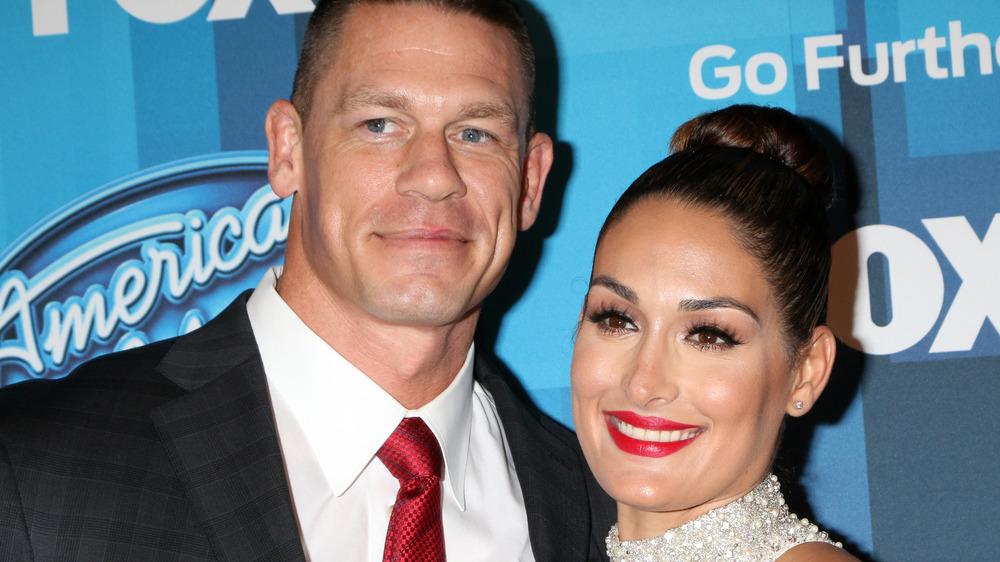 John Cena y Nikki Bella sonriendo