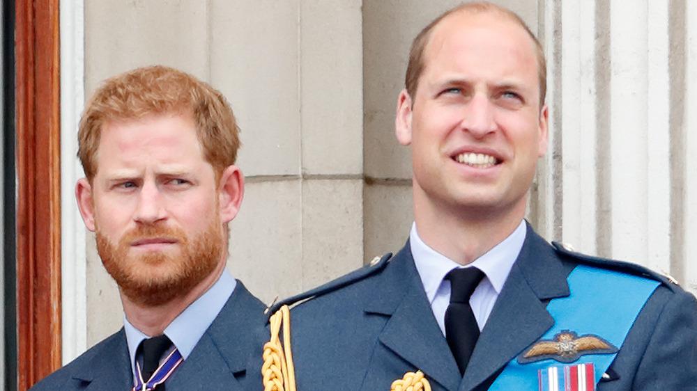 El príncipe Harry y el príncipe William en un evento
