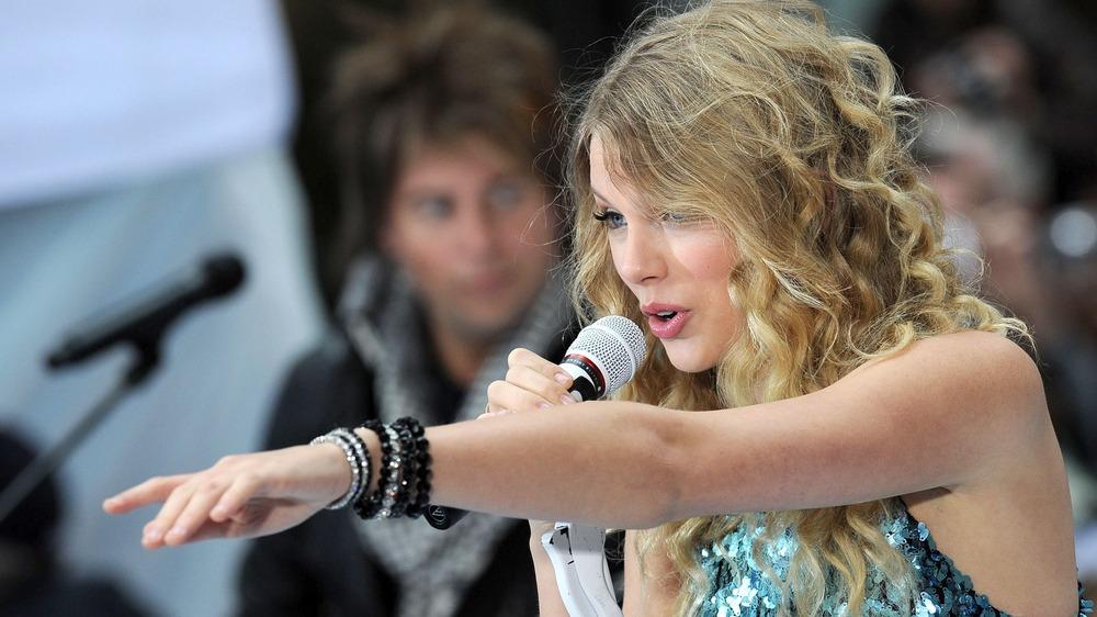 Taylor Swift actuando en 2009