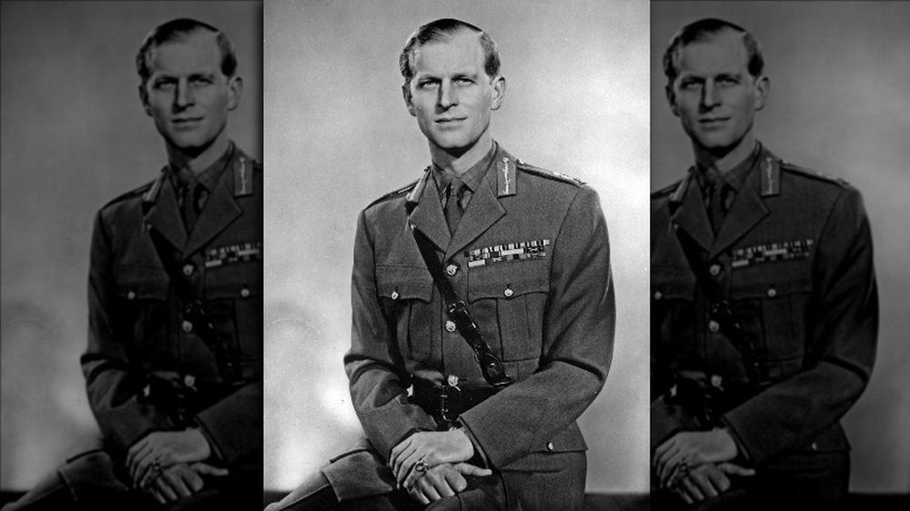 El príncipe Felipe con su uniforme militar