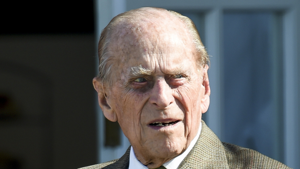 El príncipe Felipe entrecerrando los ojos