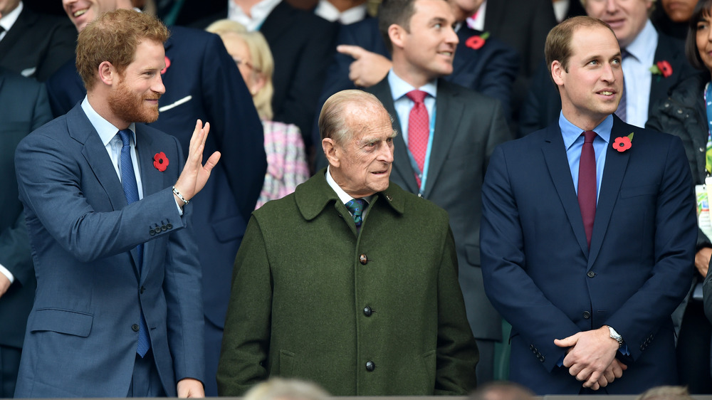 El Príncipe Felipe con el Príncipe William y el Príncipe Harry
