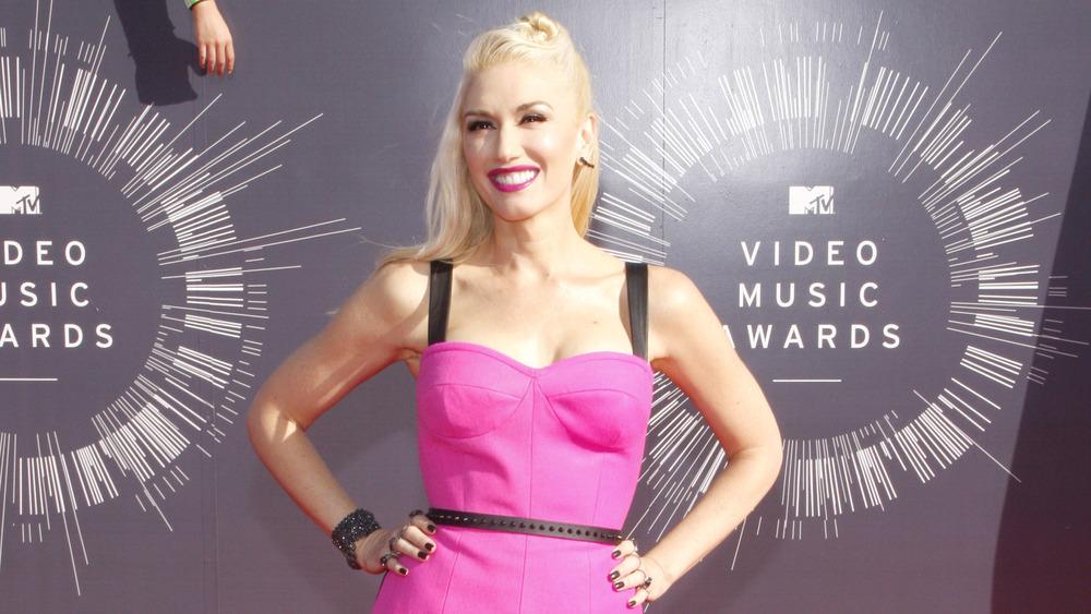 Gwen Stefani sonriendo alfombra roja