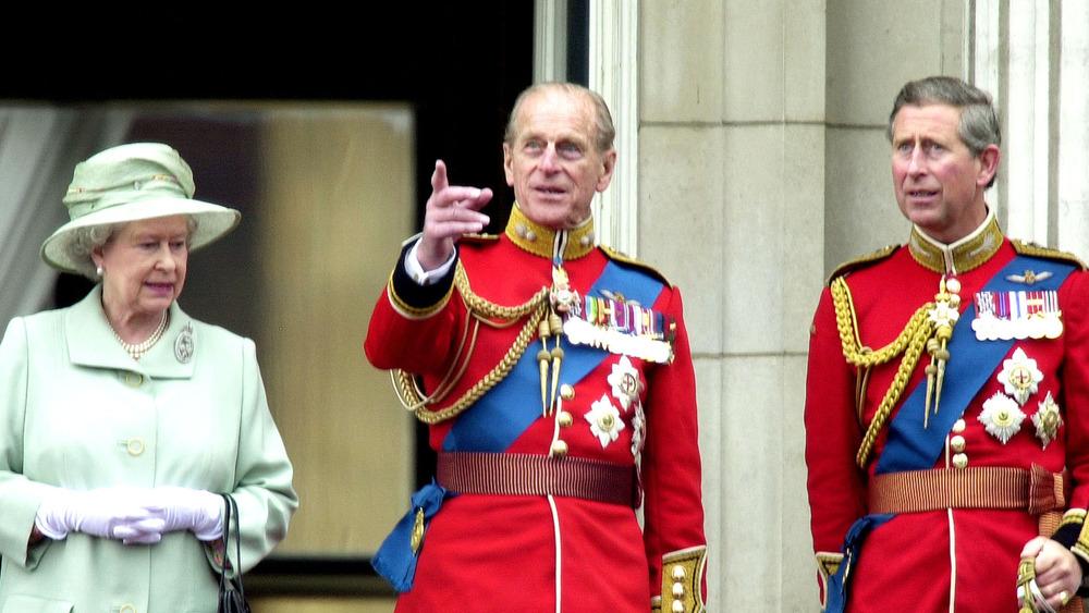 La reina Isabel II, el príncipe Felipe y el príncipe Carlos juntos
