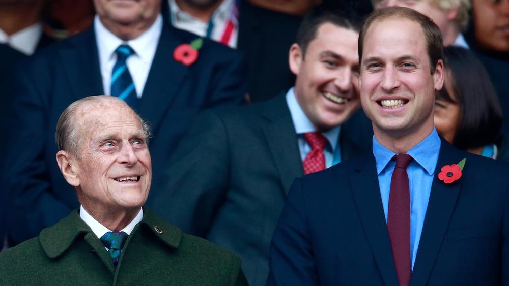 El príncipe Guillermo y el príncipe Felipe sonriendo
