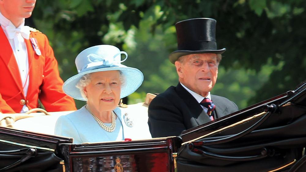 El príncipe Felipe, la reina Isabel, sonriendo
