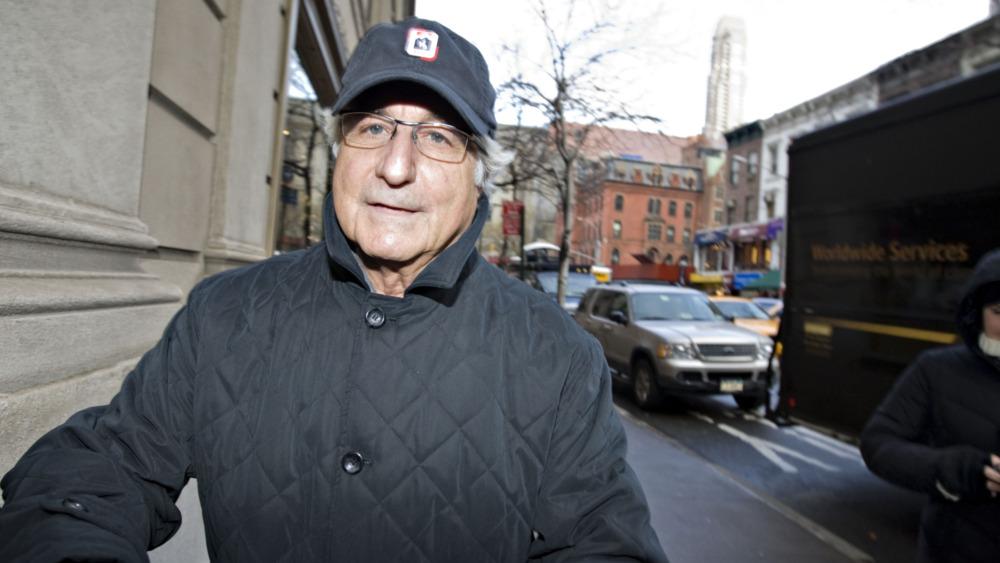 Bernie Madoff, caminando