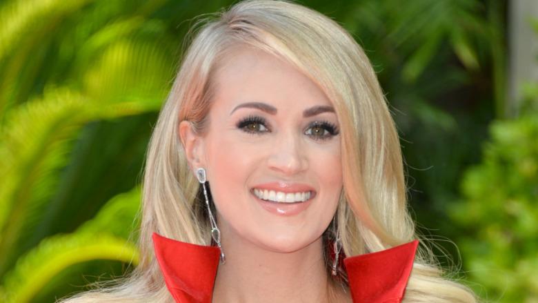 Carrie Underwood sonriendo