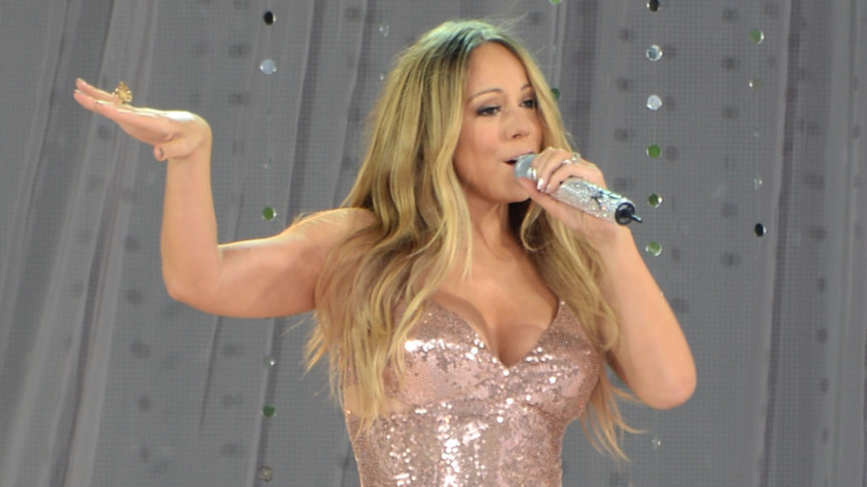 Mariah Carey actuando en 'Good Morning America' en 2013
