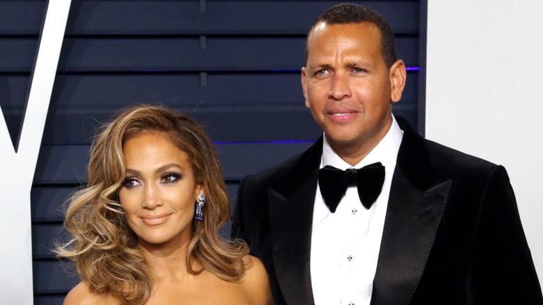 Jennifer Lopez y Alex Rodriguez posando