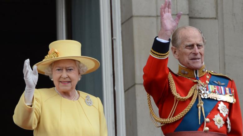 La reina Isabel y el príncipe Felipe sonriendo