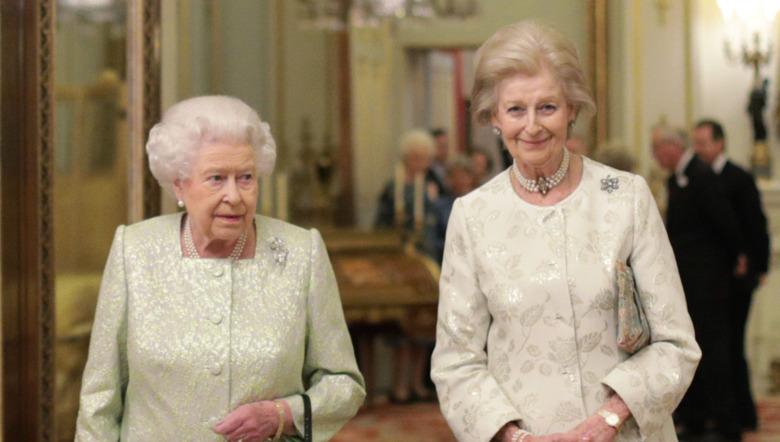 La reina Isabel II y la princesa Alexandra, la Honorable Lady Ogilvy, sonriendo