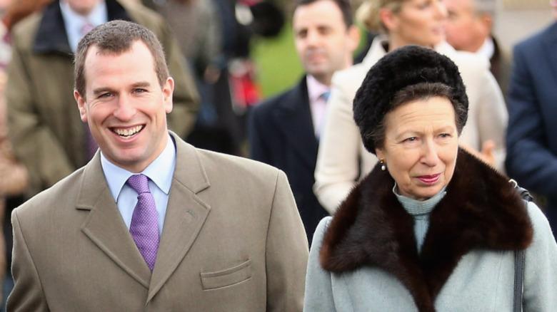 Peter Phillips y la Princesa Ana sonriendo