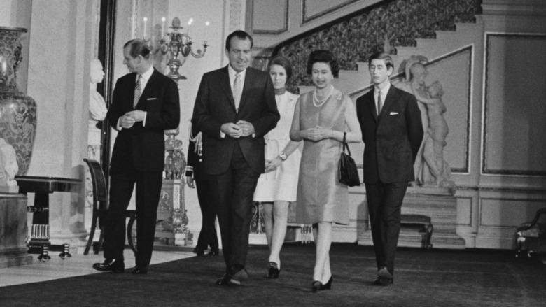 El presidente Richard Nixon, la reina Isabel, el príncipe Felipe, el príncipe Carlos y la princesa Ana en la Casa Blanca