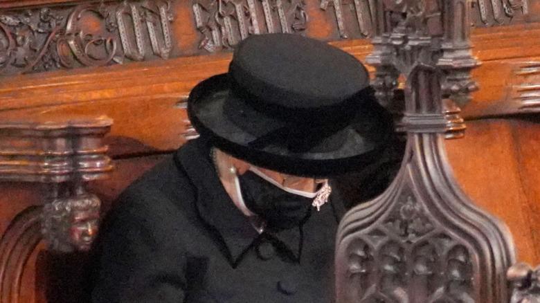 Cerca de la reina Isabel II en el funeral del Príncipe Felipe