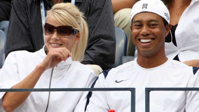 Elin Nordegren y Tiger Woods sonriendo