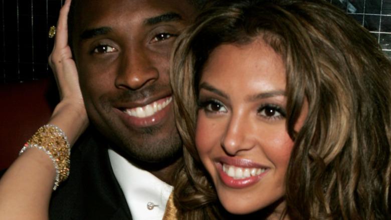 Kobe y Vanessa Bryant posan para una foto