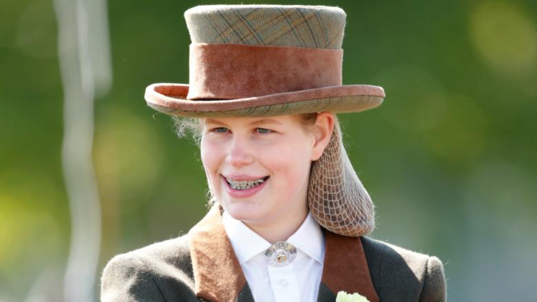 Lady Louise Windsor sonriendo