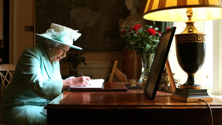 Escritura de la reina Isabel