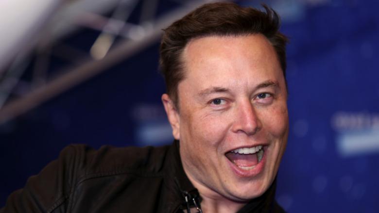 Elon Musk con la boca abierta