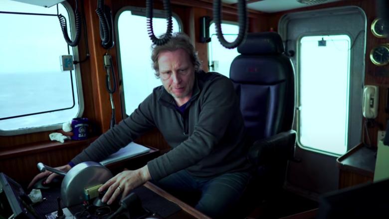 Capitán Sig recibiendo noticias sobre el destino F / V