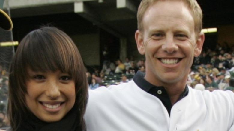 Cheryl Burke e Ian Ziering sonriendo
