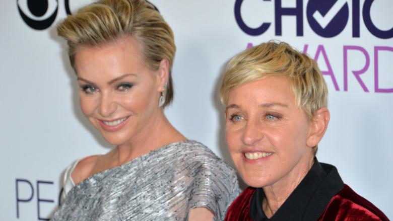 Ellen DeGeneres y Portia de Rossi posando