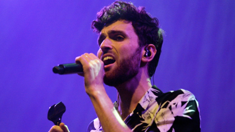 Duncan Laurence interpretando