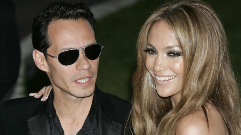 Marc Anthony y Jennifer Lopez posando