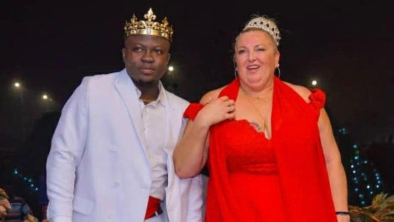 Michael Ilesanmi y Angela Deem posando