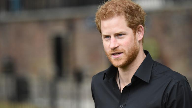 Camisa negra Prince Harry