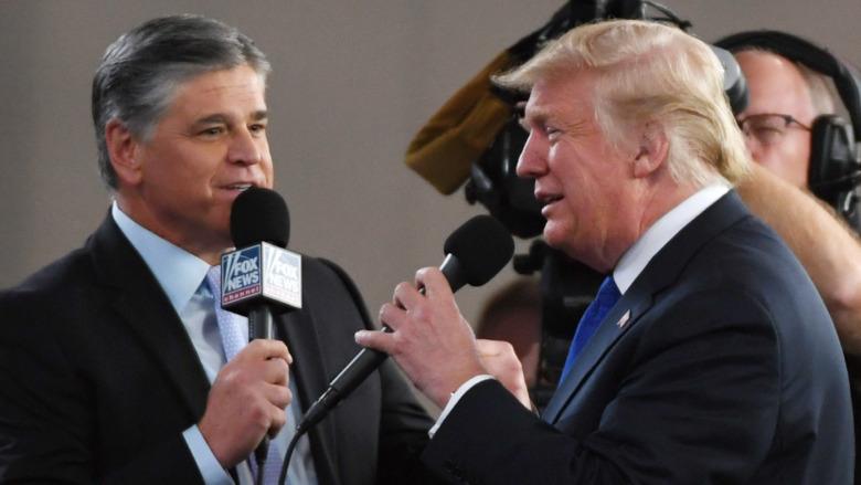 Sean Hannity y Donald Trump en 2018