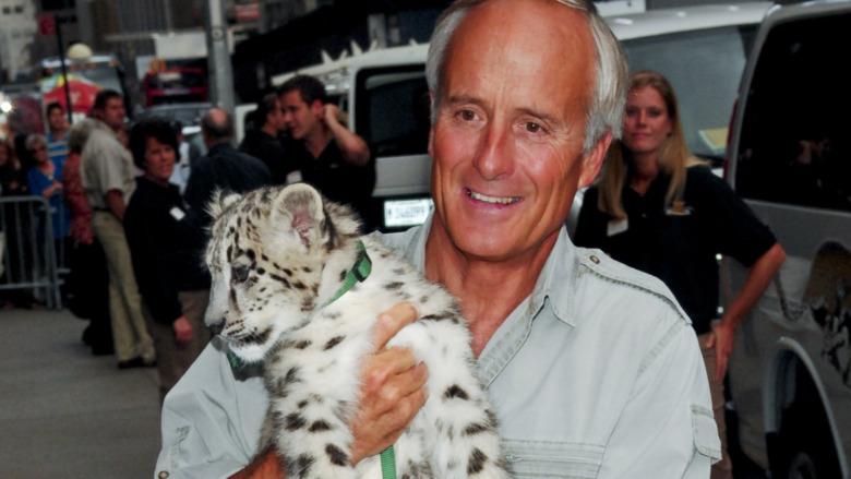 Jack Hanna y tigre bebé