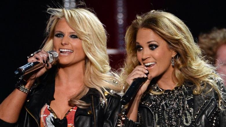 Miranda Lambert y Carrie Underwood actuando juntas
