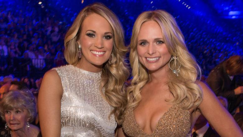 Carrie Underwood y Miranda Lambert sonriendo