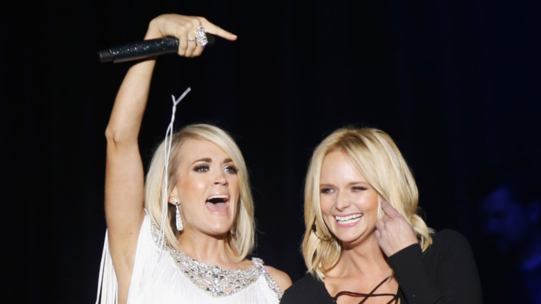 Carrie Underwood y Miranda Lambert en el escenario