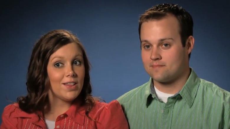 Anna y Josh Duggar hablando sobre el programa