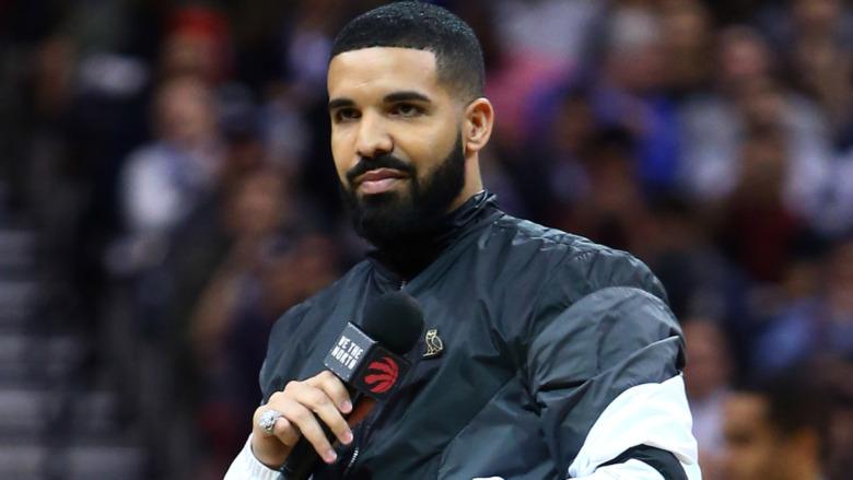 Drake en un evento deportivo