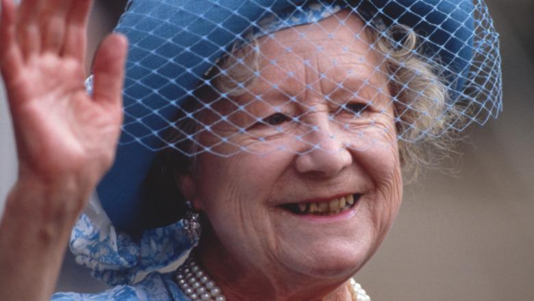 Sombrero azul reina madre