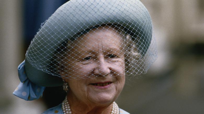 Sonrisa de la reina madre