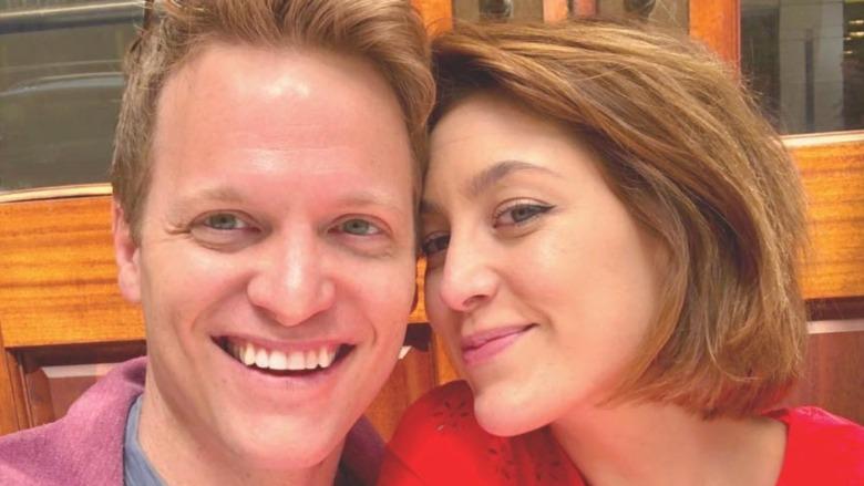 Caitlin McGee y Patrick Woodall sonriendo